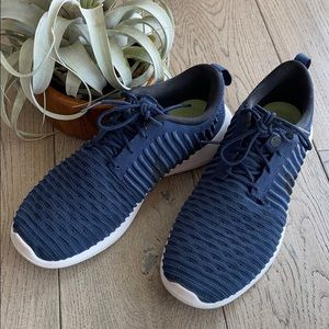 Nike fly knit size 8.5 navy sneakers